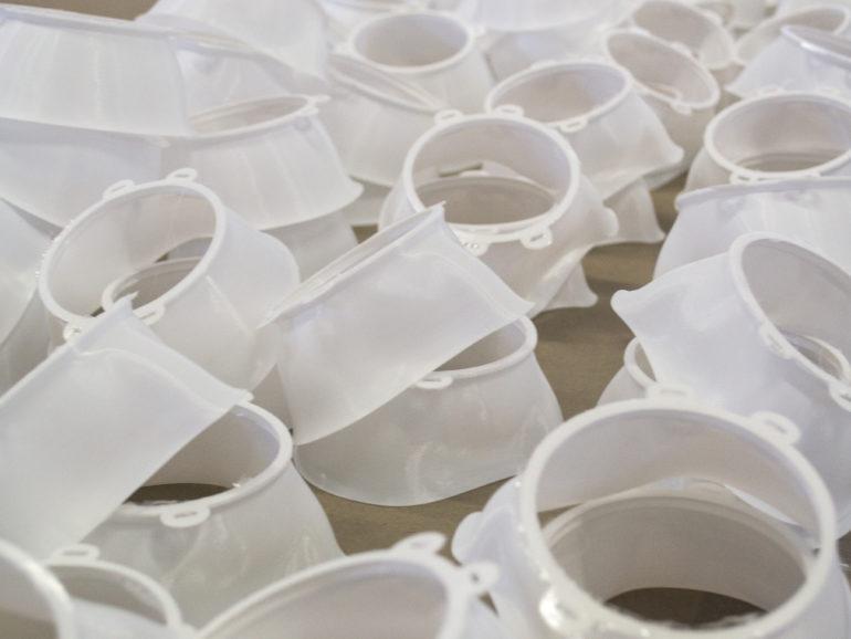 Coronavirus, azienda produce mascherine 3D per gli ospedali